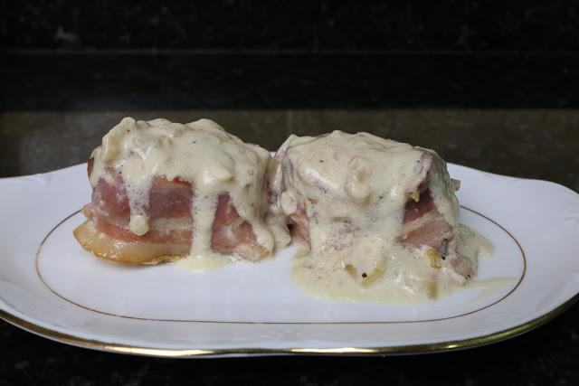 Rollitos de solomillo con salsa de nata y manzana