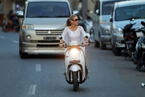sewa motor di kuta menjadi pilihan utama untuk turis asing dan domestik sebagai mobilitas liburan