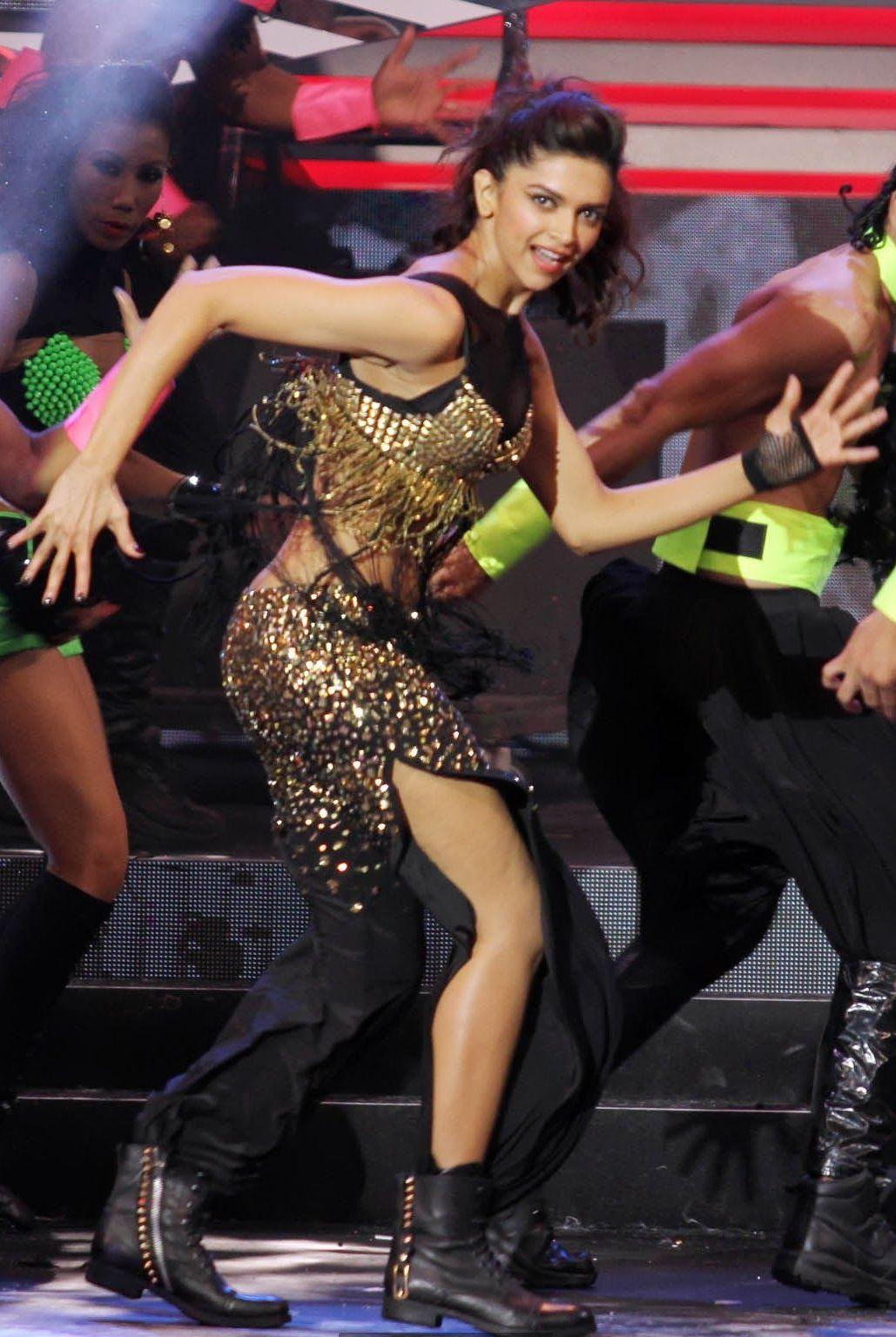 Deepika Padukone Hot Dance Photos At IIFA Awards 2013