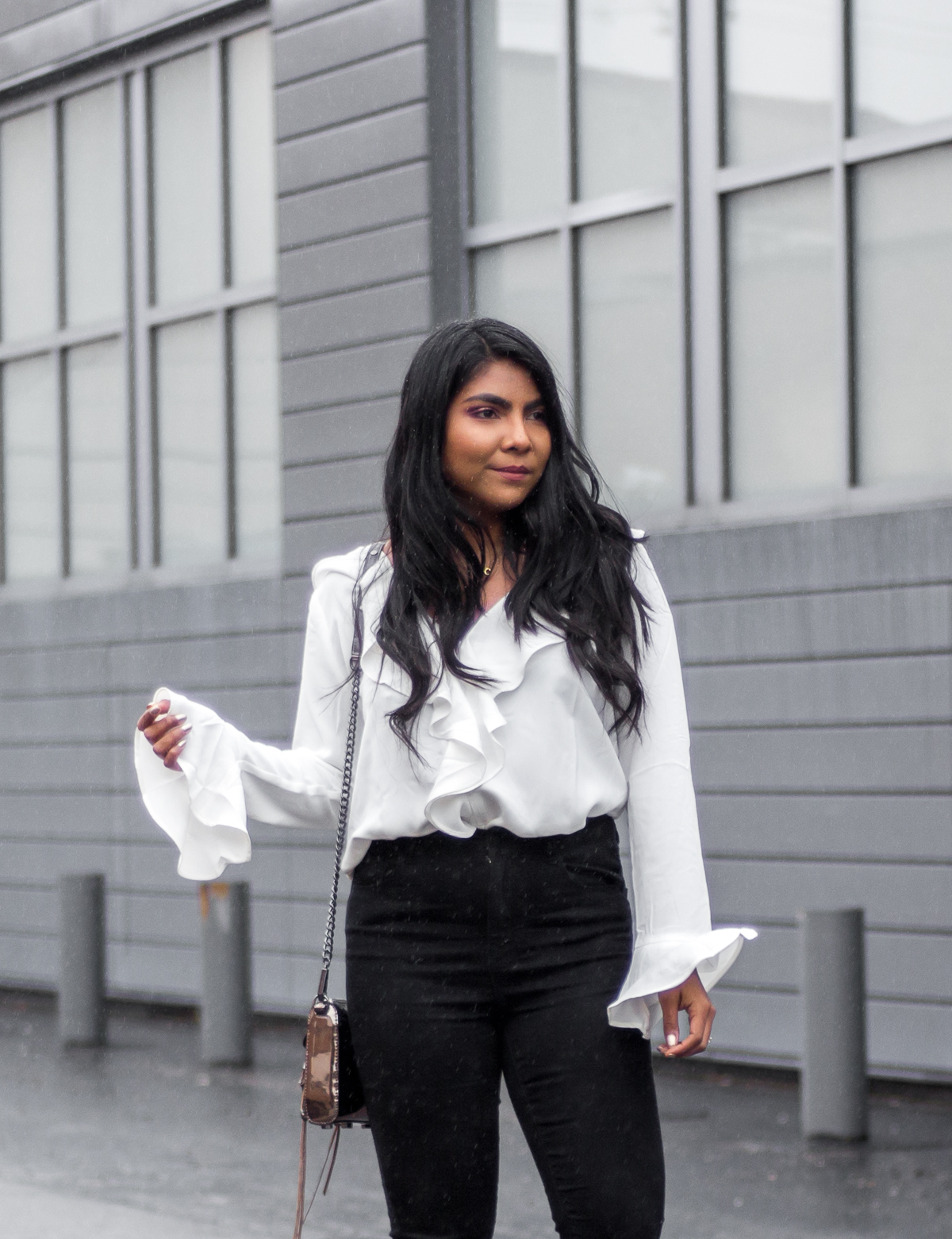 ruffle-sleeves-shirt-outfit