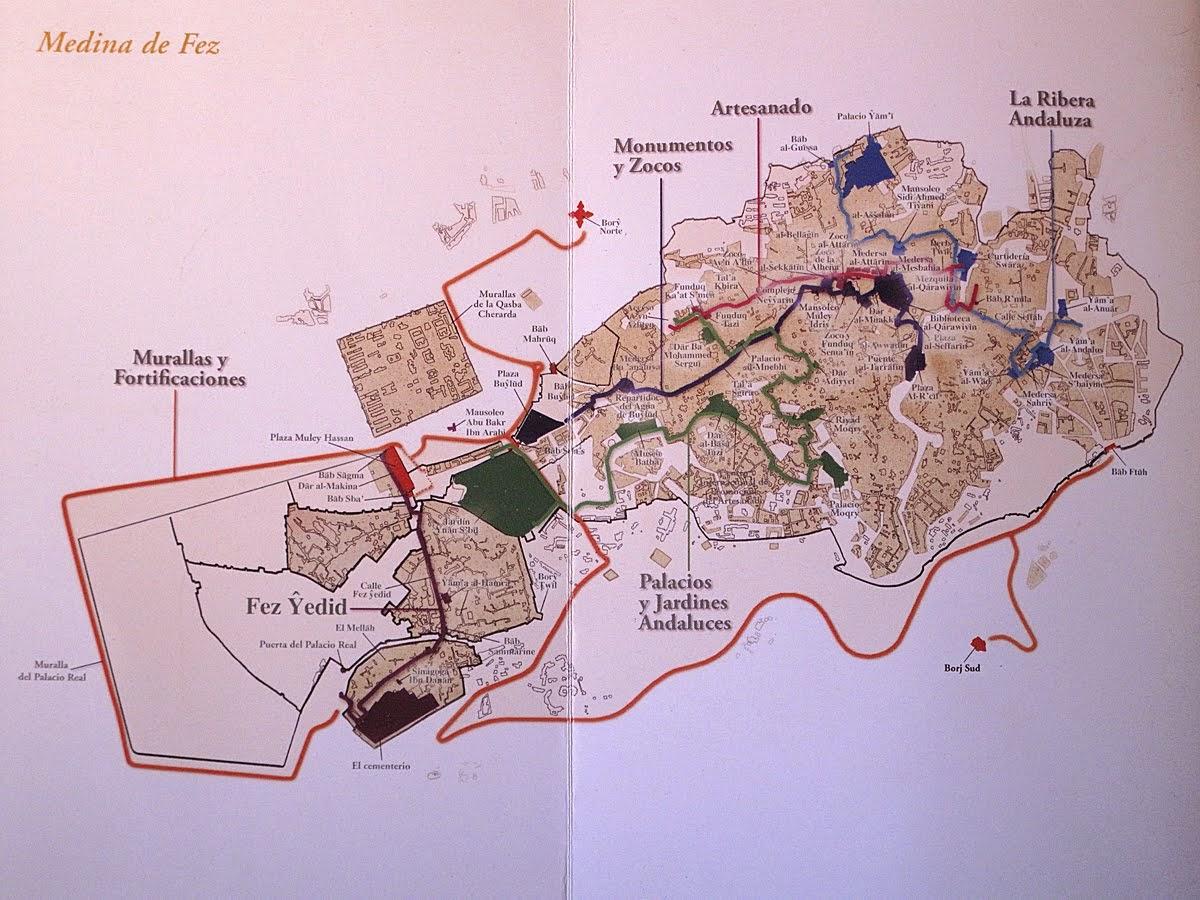 Mapa de la medina de Fez con itinerarios de colores