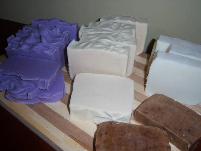 Jabones: lavanda, leche fresca y bergamota, clasico y exfoliante de romero.