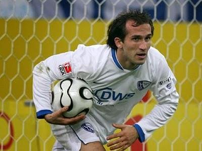 83ccd06f16 Durante a temporada de 2006-07, VfL Bochum estava lutando contra o  rebaixamento, mas dentro de um curto período Gekas tornou-se uma das  estrelas da equipe e ...