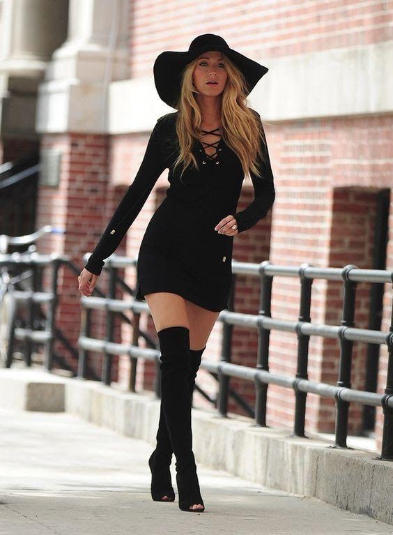 Moda vestido con botas largas