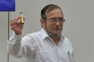 El simbólico obsequio que Santos dio a Timochenko