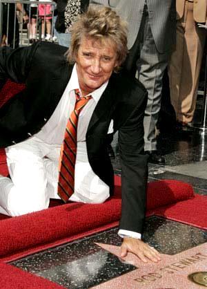Foto de Rod Stewart en su estrella de la fama