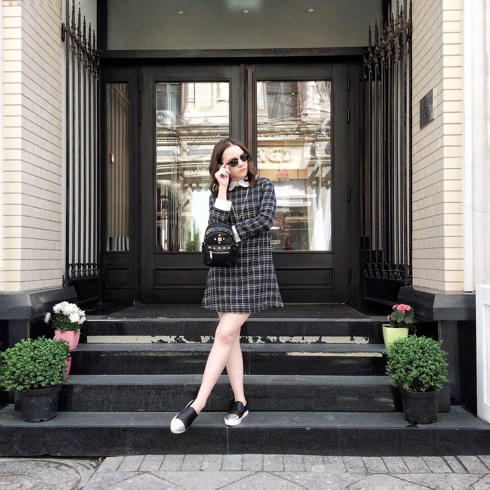 Fashion blogger | Alina Ermilova | Casual Outfit | Collar dress | Slip Ons | Mini Backpack