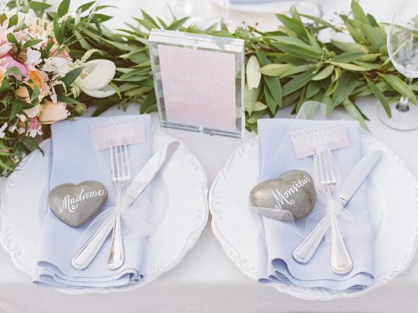 detalles en los platos de boda chicanddeco