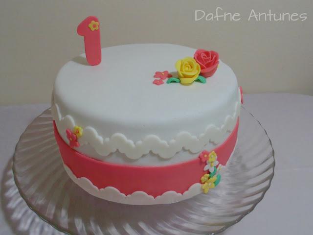 bolo delicado para aniversário de um ano