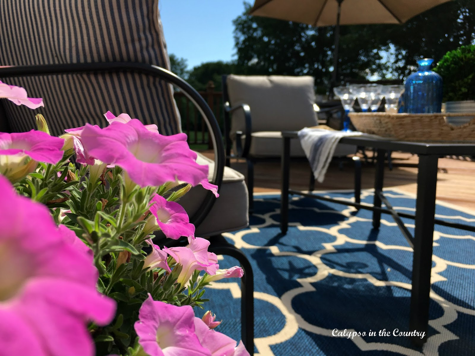 Deck Decor for Entertaining
