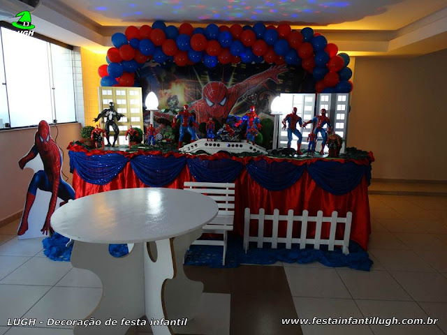 Decoração infantil do Homem Aranha - Mesa tradicional forrada de tecido - Barra - RJ