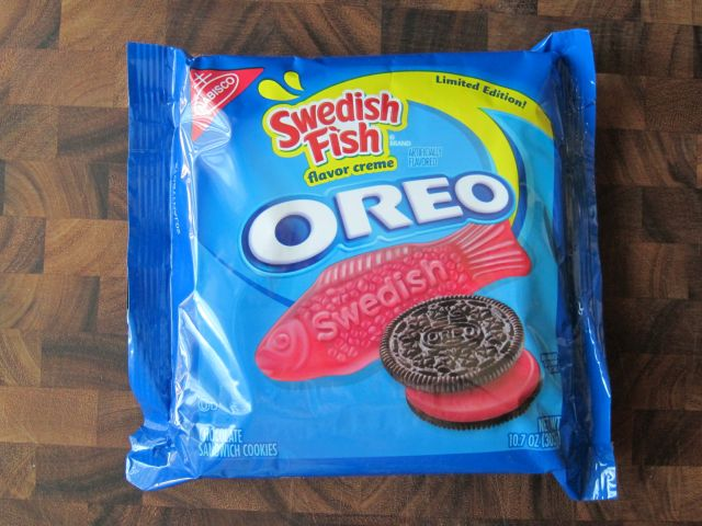 Review nabisco swedish fish oreo cookies brand eating for Swedish fish oreos