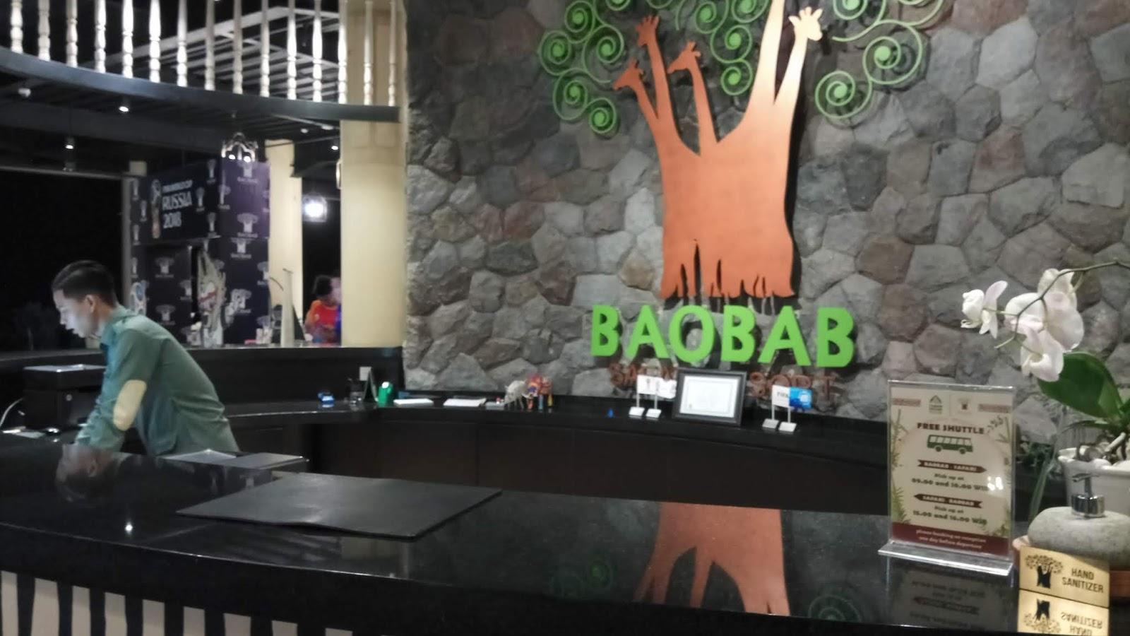 Baobab Safari Resort Sensasi Menginap Dan Bermain Bersama Satwa Voucher Hotel Prigen Tampilan Resepsion Dengan Logo Pohon Dari Leher Jerapahbaobab