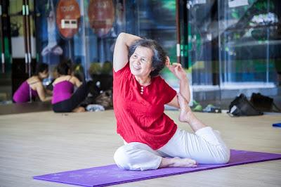 tập yoga không phân biệt tuổi tác