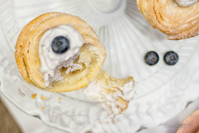 Cruffins mit Blueberry-Topping
