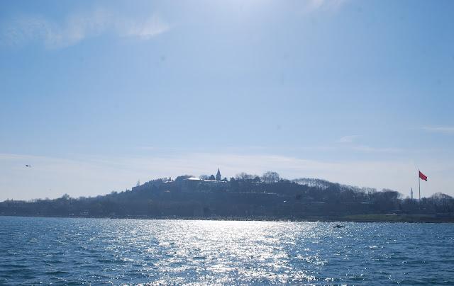 Дворец Топкапы, вид с воды. Стамбул, Турция.