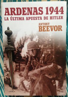 Portada del libro Ardenas 1944, de Antony Beevor