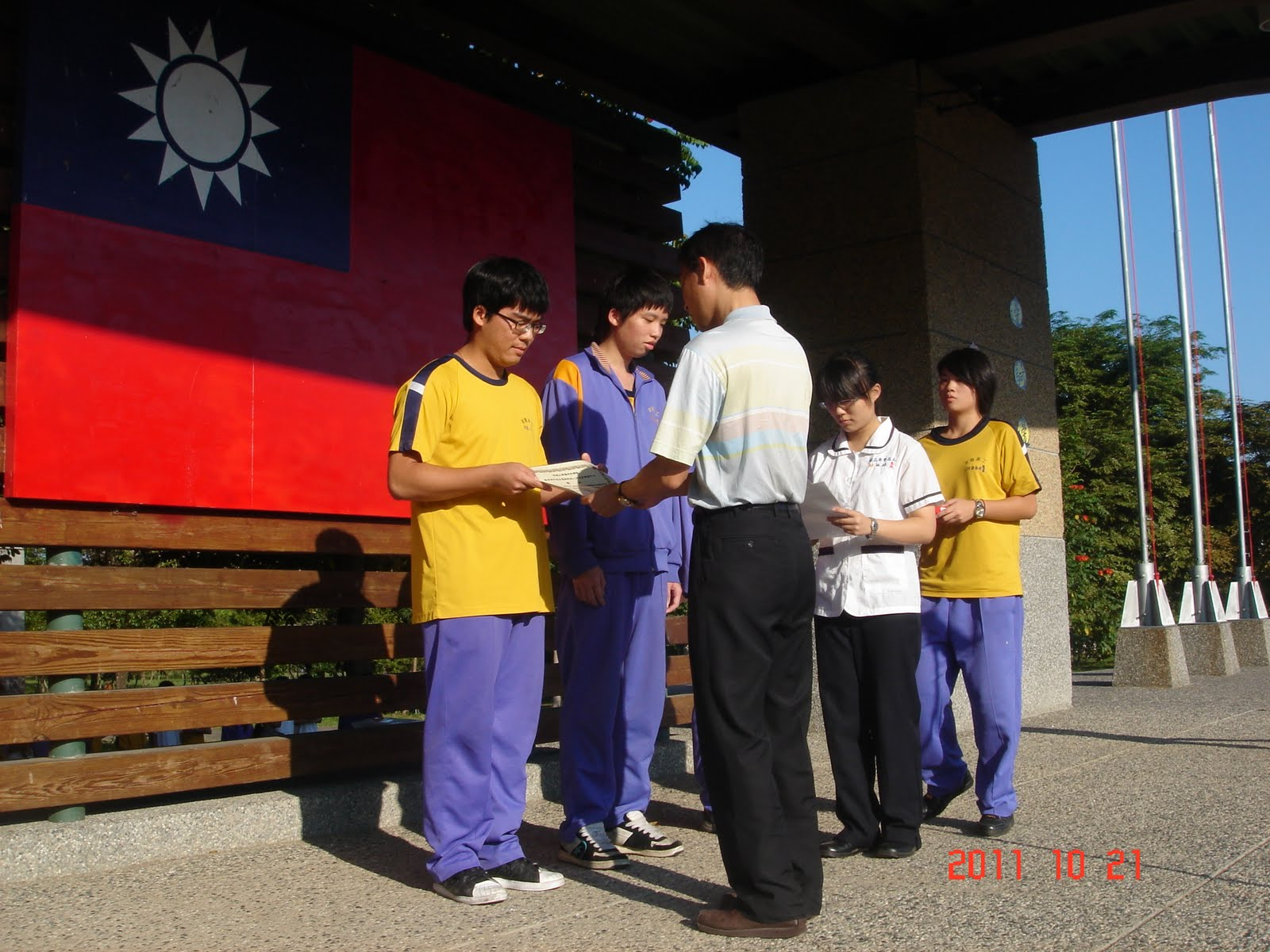 臺中市立東勢高工E2C發展方案: 2011全國高中職氫能車大賽-第一名