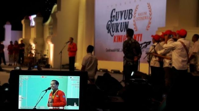 Di Acara UGM, Jokowi Sindir Kebiasaan Mahasiswa Ngutang