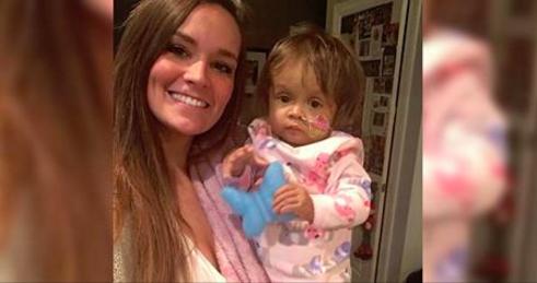 Cette femme de 22 ans a été engagée pour s'occuper de leur bébé trois semaines plus tôt. Les parents ne s'attendaient pas à ce qu'elle fasse ça.