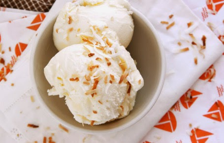 Featured Recipe | Toasted Coconut Ice Cream from Natural Noshing #SecretRecipeClub #dessert #icecream #recipe