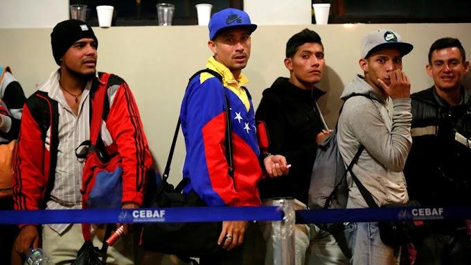 """Llegada masiva de migrantes ocasionaría """"Shock en el mercado laboral"""", según economistas"""