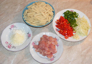ce ingrediente ne trebuie sa preparam paste cu pui si sos alb de smantana, retete culinare de mancare din paste si piept de pui in sos picant din smantana lichida, paste preparare,
