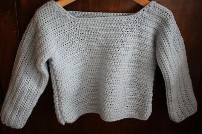 Niebieski sweterek
