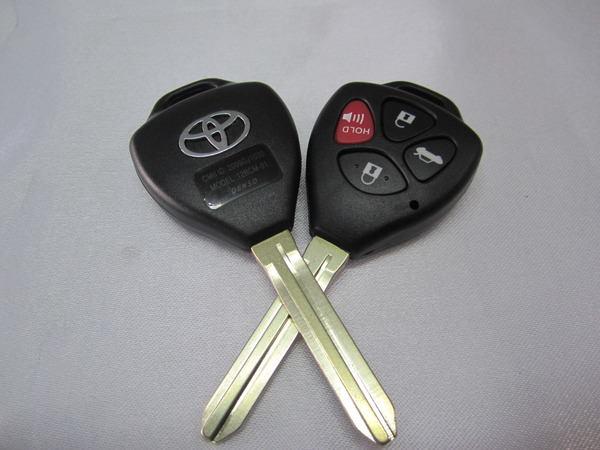duplikat kunci mobil serang