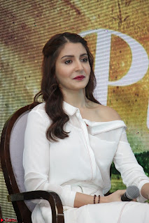 Anushka Sharma with Diljit Dosanjh at Press Meet For Their Movie Phillauri 049.JPG