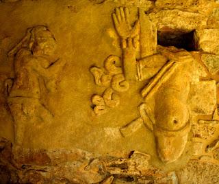 La profecía decía que cuando la ciudad de  Mayapán fuera reconstruida la cultura maya  volvería a renacer.