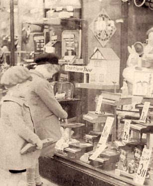 Toy shop window, Wine St., Bristol, Christmas 1938