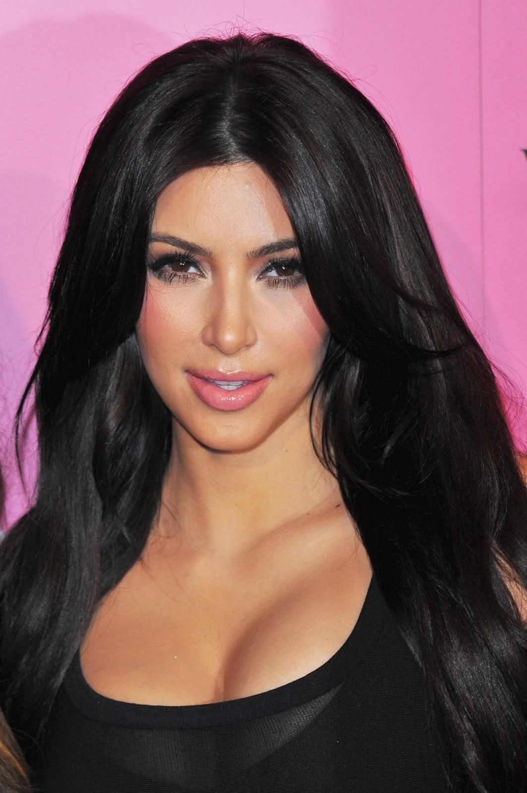 Kim Kardashian Interviews Kylie Jenner About Her Best: Kim Kardashian Sexy Cleavage In Black Skirt