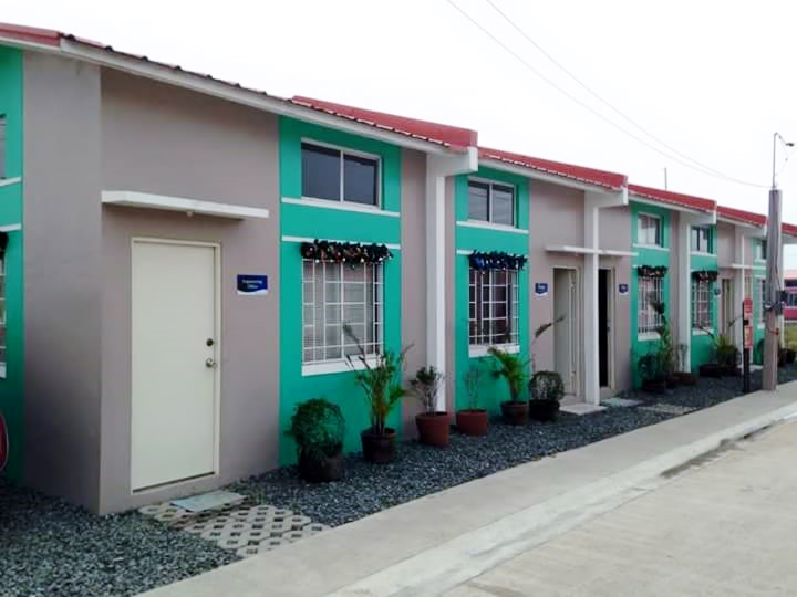 House and lot for sale philippines for ofw buy cavite houses for Affordable house design philippines
