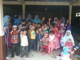 Relawan DPU DT Jogja bersama anak-anak Rongkop Gunungkidul