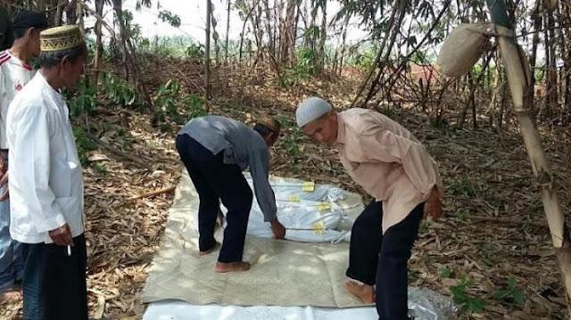 Tiga jenazah jasadnya masih utuh saat digali di Kecamatan Cibinong, Kabupaten Bogor, Jawa Barat