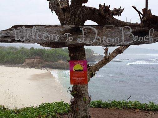 Enjoying Sunset and dramatic Cave Formation at the secluded Dream Beach Nusa Lembongan