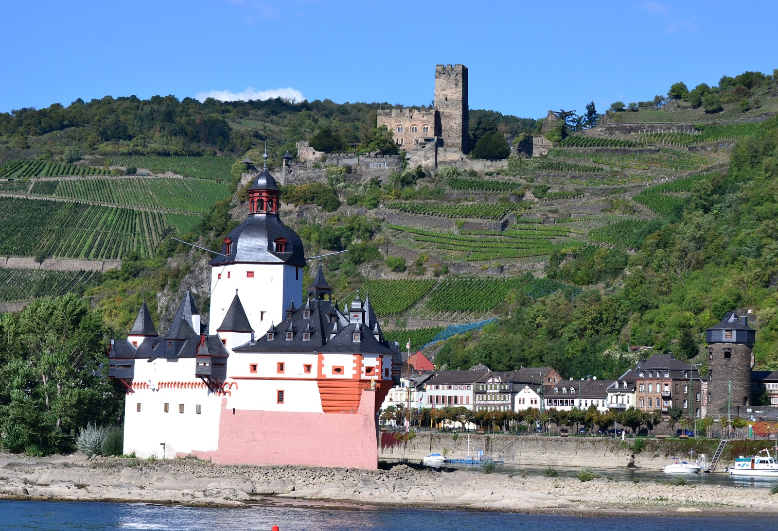 A parting shot of Gutenfels and Pfalzgrafenstein Castles.