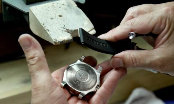 Cara membersihkan dan merawat jam tangan