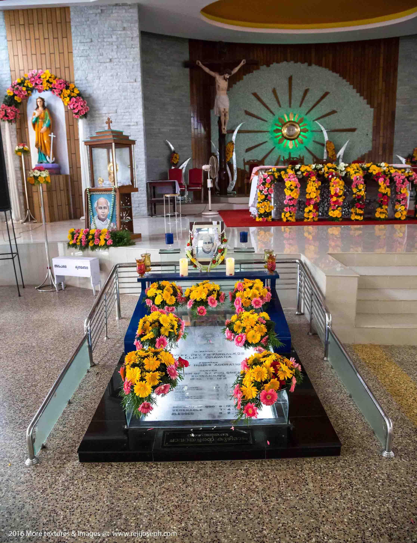 St. Kuriakose Elias Chavara's first tomb Koonammavu 001