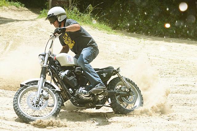 Harley Davidson XL1200C Sportster độ Scrambler của chuyên viên Harley Davidson