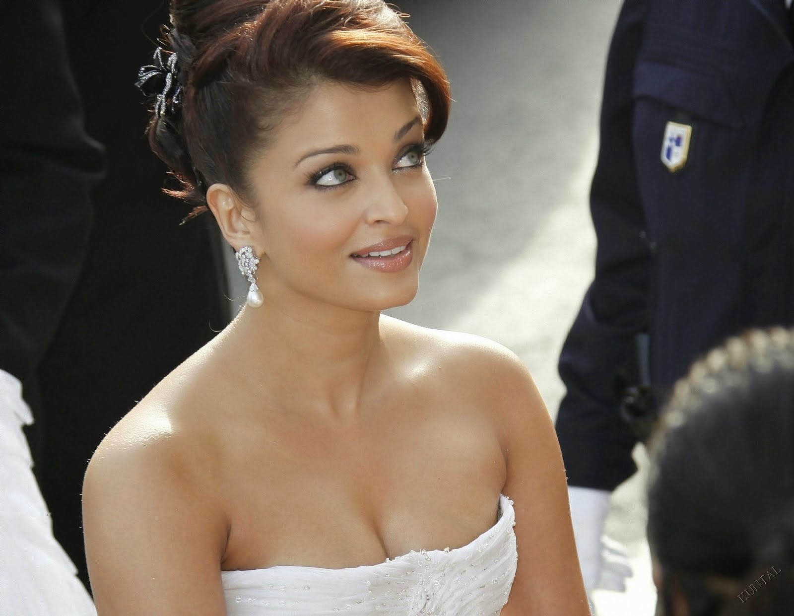 Coogled Actress Aishwarya Rai Bachan Hd Wallpapers-9990