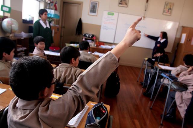 Educación en el aula. Los Otros, Todas Las Sombras. Fuente: http://todaslassombras.blogspot.com/2016/11/los-otros.html