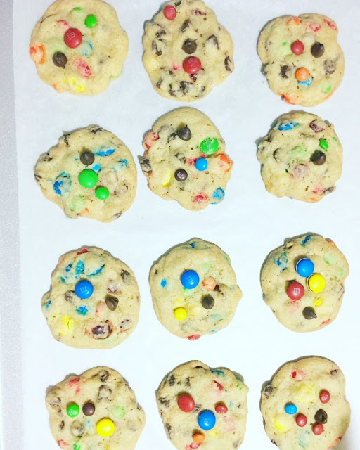 Galletas con chispas de chocolate y M&M's