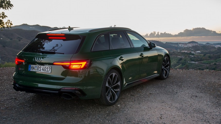 Looking Inside The Cabin Of New Rs4 Avant Is Also Very Similar To Rs6 Albeit On A Slightly Smaller Scale As Such There Are Beautiful Seats With