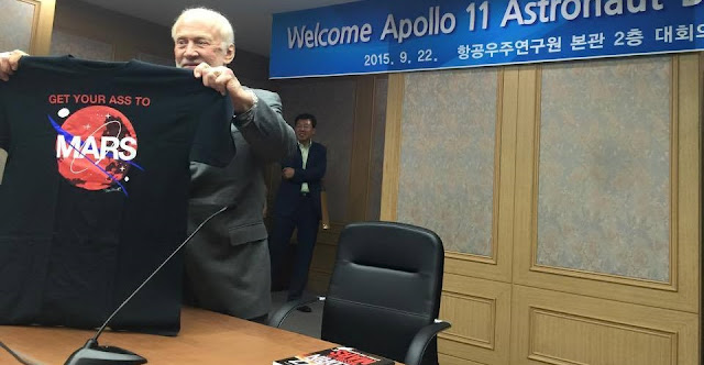 "Buzz Aldrin presents ""Get Your Ass to Mars"" T-shirt during his visit to South Korea. Photo Credit: Buzz Aldrin/Facebook"