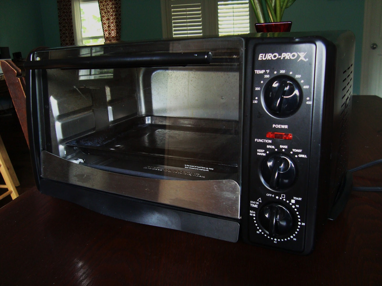 If you're looking for a toaster oven that does it all, look no further,  park your eyes on the Euro-Pro 6 Slice Toaster Oven with all the doo dads  you could ...