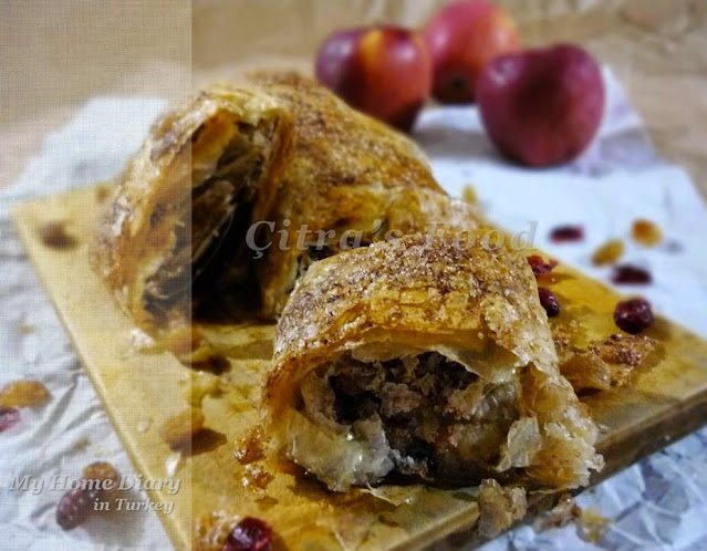 Apple Strudel recipe from phyllo sheet | Çitra's Home Diary. #inseason #fallbaking #applerecipe #applestrudle #phyllodessert