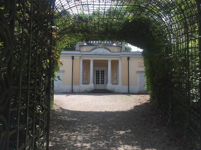 Schwetzinger Schlossgarten, Badhaus