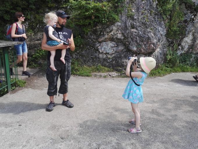 Lasten kanssa Brasovissa, Romania / Brasov-kyltin takana